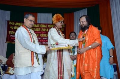 PhD and Mahamahopadhyay Award to Dr Pavitranandaji on 7 March in New Delhi (6).jpg