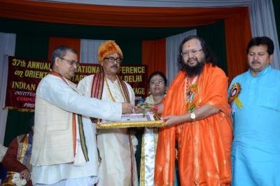 PhD and Mahamahopadhyay Award to Dr Pavitranandaji on 7 March in New Delhi (7).jpg