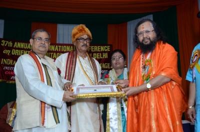 PhD and Mahamahopadhyay Award to Dr Pavitranandaji on 7 March in New Delhi (8).jpg