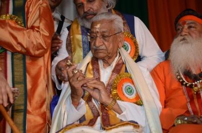 PhD and Mahamahopadhyay Award to Dr Pavitranandaji on 7 March in New Delhi (40).jpg