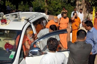 Shankaracharyaji's  visit 10-12-2011 (5).jpg