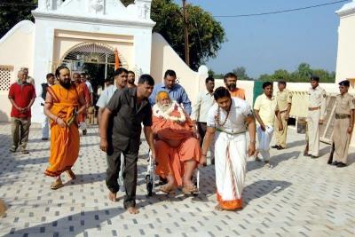 Shankaracharyaji's  visit 10-12-2011 (7).jpg