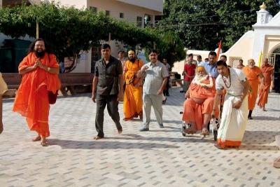 Shankaracharyaji's  visit 10-12-2011 (8).jpg