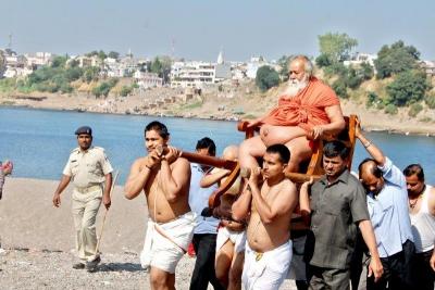 Shankaracharyaji's  visit 10-12-2011 (25).jpg